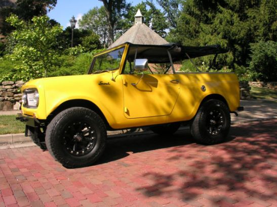 international-harvester-scout-right-hand-drive-3-speed-convertible-custom-1